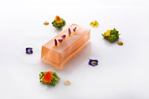 Lingote de Salmón flotante en gelatina de mariscos